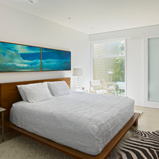 Modern Bedroom by yamamar design