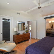 Midcentury Bedroom by Jeannette Architects
