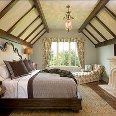 Rustic Bedroom by Avondale Custom Homes