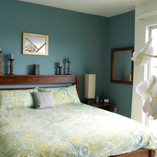 Diseño de dormitorio principal, bohemio, sin chimenea, con paredes multicolor y moqueta