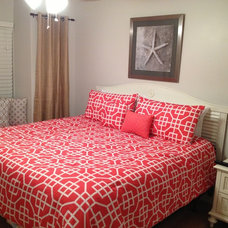 Modern Bedroom by Blanche's Beach Bungalows