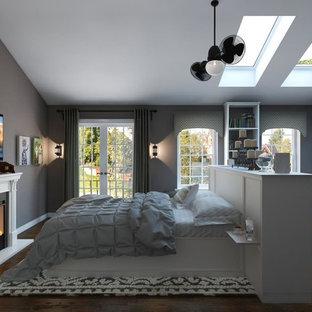 Diseño de dormitorio principal, industrial, grande, con paredes grises, suelo de baldosas de porcelana, chimenea tradicional y marco de chimenea de madera