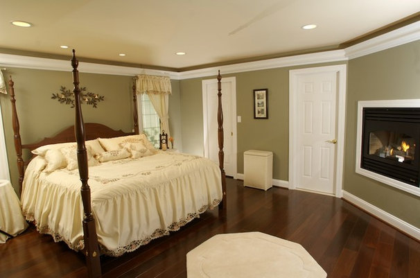 Traditional Bedroom by Bel Air Construction