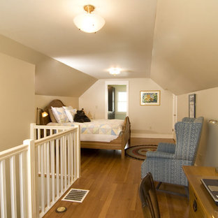 Example of a classic bedroom design in Seattle