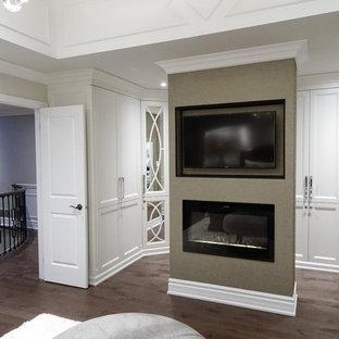 Bedroom - transitional bedroom idea in Toronto