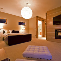 modern bedroom by Begrand Fast Design Inc.