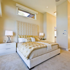 contemporary bedroom by Begrand Fast Design Inc.