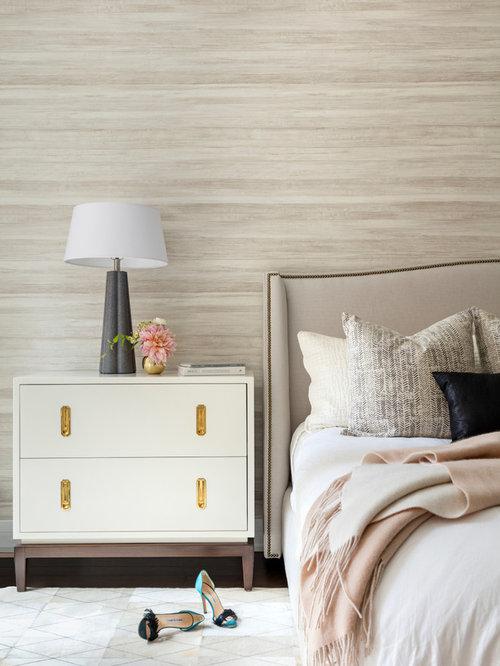 chambre classique avec un sol en carrelage de porcelaine photos et id es d co de chambres. Black Bedroom Furniture Sets. Home Design Ideas