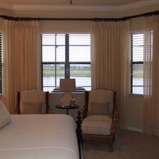 Traditional Bedroom by Dwellings