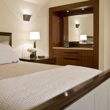 Contemporary Bedroom by Ernesto Santalla PLLC