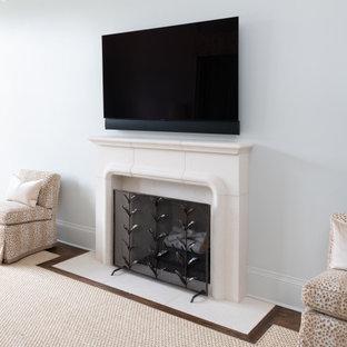 Foto de dormitorio principal y abovedado, clásico, grande, con paredes grises, suelo de madera en tonos medios, chimenea tradicional y marco de chimenea de hormigón