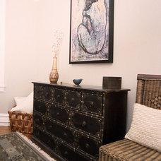 Modern Living Room by Leeza Designs