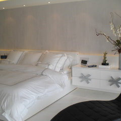 modern bedroom by dalia berlin