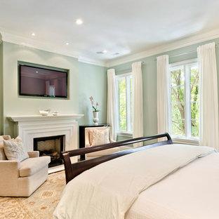 Ispirazione per una grande camera matrimoniale chic con pareti verdi, parquet scuro, camino classico e cornice del camino in legno