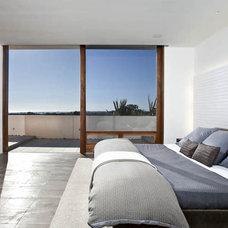 Modern Bedroom by Laidlaw Schultz architects
