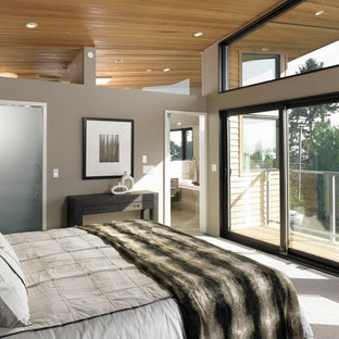 Bedroom - mid-sized modern master carpeted bedroom idea in Vancouver with brown walls and no fireplace
