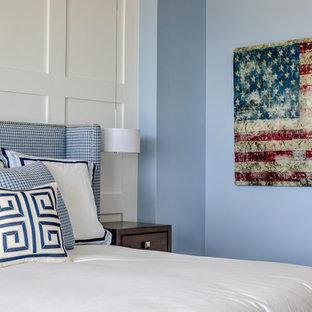 Foto de dormitorio principal, marinero, con paredes azules, suelo de baldosas de cerámica y suelo gris