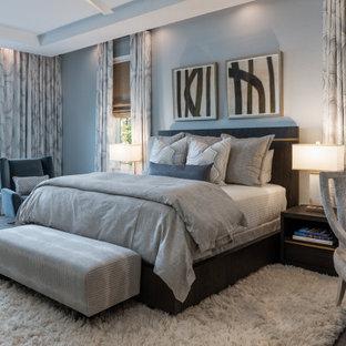 Inspiration för ett vintage sovrum, med grå väggar, mörkt trägolv och brunt golv