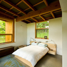 Contemporary Bedroom by Richard Brown Architect AIA