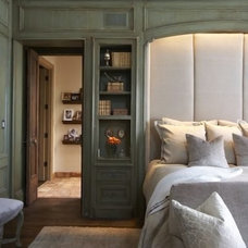 Bedroom by Tracery Interiors