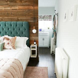 Foto de dormitorio principal, campestre, de tamaño medio, con paredes verdes y suelo vinílico