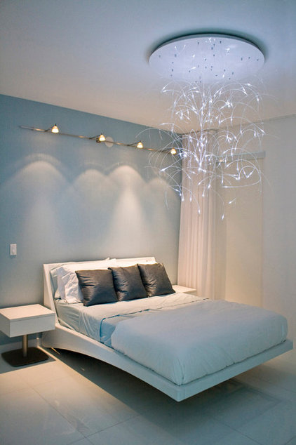 Contemporary Bedroom by tsida