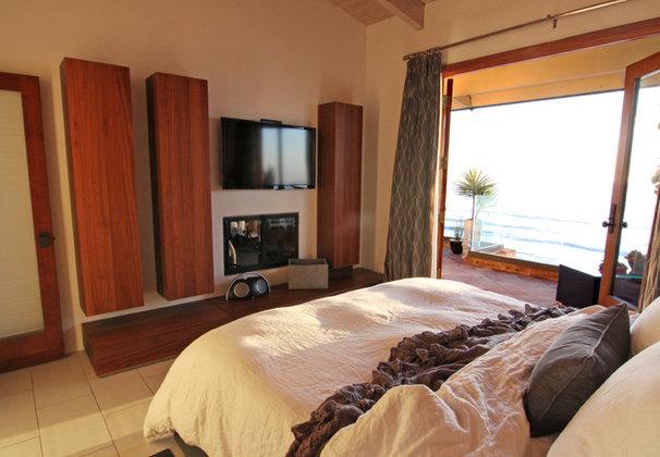 Modern Bedroom by Shelley Gardea