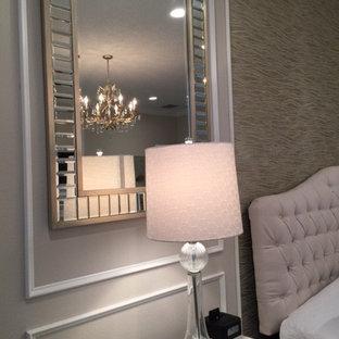 Imagen de habitación de invitados actual, de tamaño medio, sin chimenea, con parades naranjas y moqueta