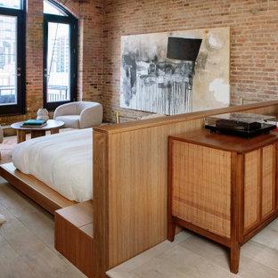 Idéer för att renovera ett funkis huvudsovrum, med ljust trägolv, en standard öppen spis, en spiselkrans i gips, beiget golv och bruna väggar