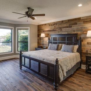 Foto de dormitorio principal, rural, grande, sin chimenea, con paredes grises y suelo vinílico