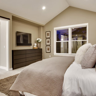 Imagen de dormitorio principal, de estilo americano, con paredes beige, moqueta, chimenea de doble cara y marco de chimenea de piedra