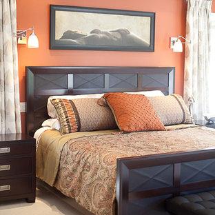 トロントの中くらいのコンテンポラリースタイルのおしゃれな主寝室 (赤い壁、カーペット敷き) のレイアウト