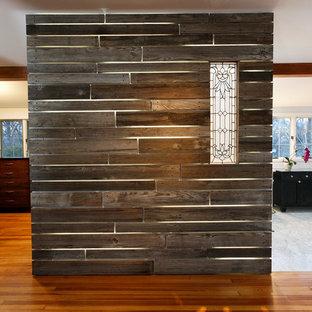 Imagen de dormitorio tipo loft, clásico renovado, grande, con paredes blancas, chimenea lineal y suelo de madera en tonos medios