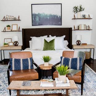 Foto de dormitorio principal, bohemio, de tamaño medio, con paredes blancas, suelo laminado y suelo marrón