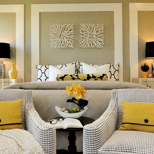 Foto di una camera matrimoniale contemporanea con pareti beige