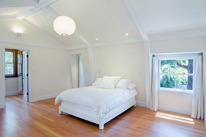 Traditional Bedroom by BCV ARCHITECTS
