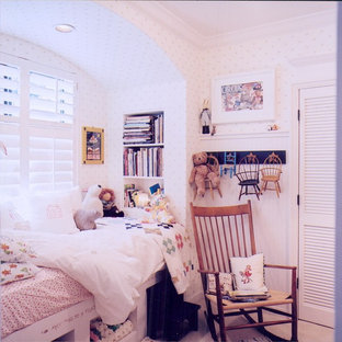 Inspiration for a small arts and crafts guest bedroom in Salt Lake City with carpet and no fireplace.