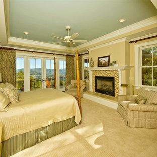 Ejemplo de dormitorio de estilo americano con paredes beige, moqueta, chimenea tradicional y marco de chimenea de baldosas y/o azulejos