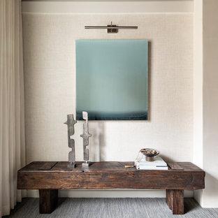 Esempio di una camera degli ospiti minimal di medie dimensioni con pareti bianche, moquette, camino sospeso, cornice del camino in intonaco e pavimento blu