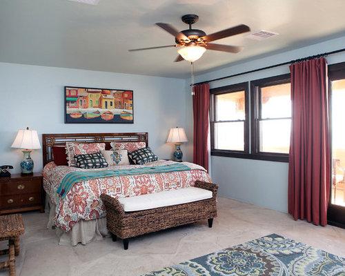 Camera da letto con pavimento in pietra calcarea e pareti blu - Foto ...