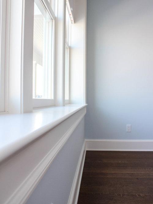 Chambre mansardée ou avec mezzanine bord de mer avec un mur bleu ...
