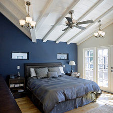 Traditional Bedroom by Martinkovic Milford Architects