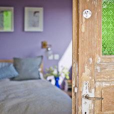 Eclectic Bedroom by Sivan Askayo