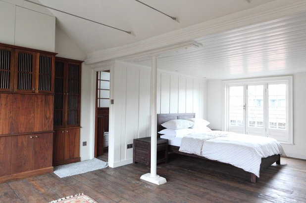 Traditional Bedroom by Chris Dyson Architects