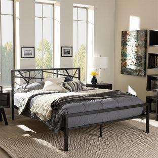 デンバーの大きいモダンスタイルのおしゃれな客用寝室 (白い壁、カーペット敷き、コーナー設置型暖炉、金属の暖炉まわり、マルチカラーの床) のインテリア