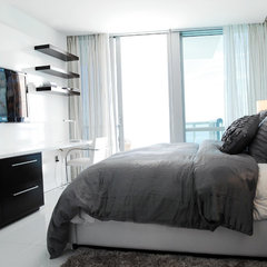 contemporary bedroom by Guimar Urbina | KIS Interior Design