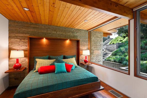 Midcentury Bedroom by AB design studio inc.