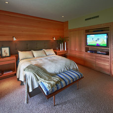 Midcentury Bedroom by Ann McCulloch Studio