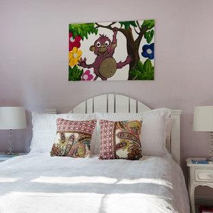 Ispirazione per una piccola camera degli ospiti minimalista con pareti rosa e nessun camino