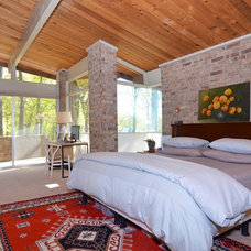 Midcentury Bedroom by AA Real Estate Photography